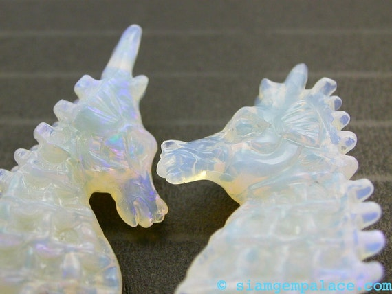 White OPAL. SEAHORSE Carving . ATTENTiON Seahorse Lovers -  Natural. Australian Opal Seahorse Carving  1 pc. 21.50 cts. 14x47mm (OP117)