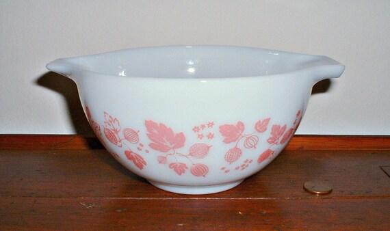 Pyrex Pink Gooseberry Cinderella Mixing Bowl  1 1/2 Pint