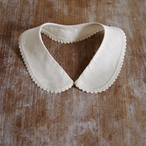 Vintage cream peter pan dress collar detachable scallop edged silk stripe