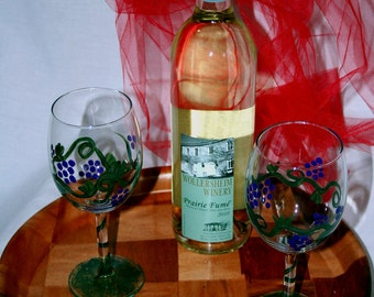wineglass hand painted grapes