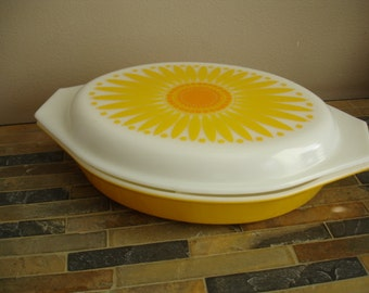 Fantastic Vintage Pyrex Sunflower Casserole Dish with Sunflower Lid