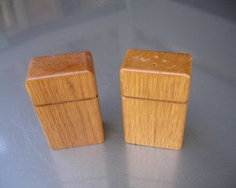 Great set of vintage Modern salt and pepper shakers