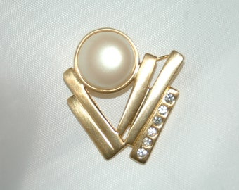 Unique faux pearl and rhinestone abstract/art deco style brooch