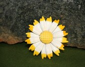 Vintage Metal Enamel White and Yellow Daisy Pin