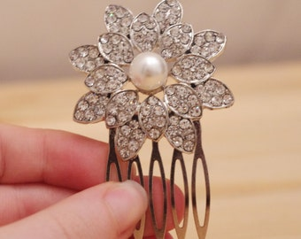 Beautiful Vintage Style Rhinestone and Pearl Flower Bridal Hair Comb