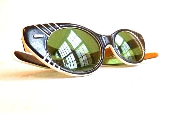 Vintage Cool-Ray Polaroid Cat Eye Sunglasses ... Women's, Green Lenses, 1950s, Black and White