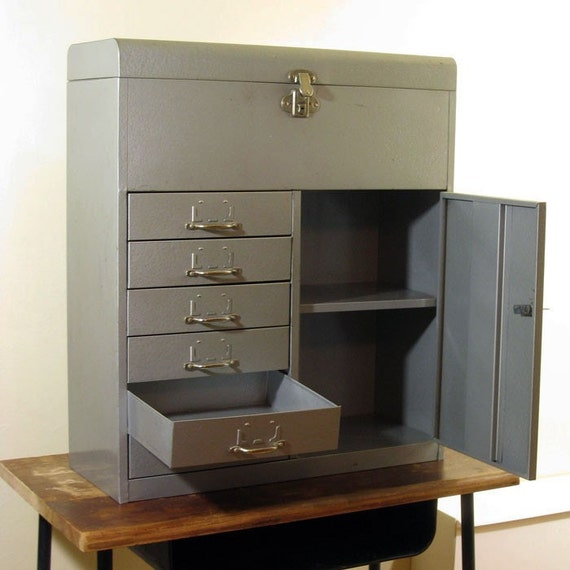 Popular Vintage Metal Filing Cabinets May Rust And Bend Using Their Drawers