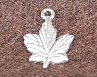 Cast Antique Silver Leaf Charms / Pendant Findings 15pcs (3015)