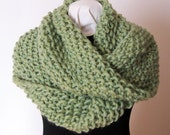 Hand Knit Cowl, Super Chunky, Merino Wool, Mobius Cowl, Infinity Scarf, Pale Green, Textured Knit, Thick and Warm, Soft Wrap, Winter Fashion