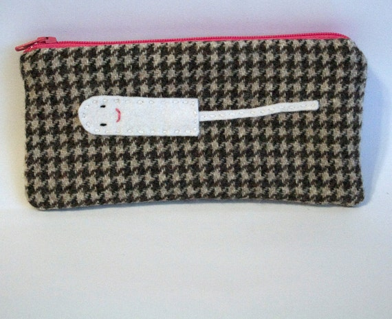 vintage brown houndstooth tampon pouch