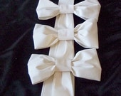 Wedding Pew Bows Set of 10 in White, Ivory, Black, and Navy,  Flat Pew Bow,  Aisle Decorations, Church Wedding Decoration