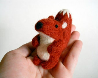 Red Fox Figurine - Needle Felted Animal Miniature - Soft Sculpture