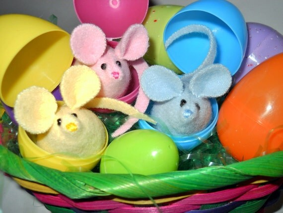 "Three Easter Mice - ""Ready for the Egg Hunt"" - Easter Decorations"