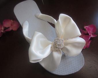 Bridal Flip Flops.Wedding Flip Flops.Bridal BOWZ Flip Flops.Beach Wedding.Ivory Flip Flops. Beach Sandals.Wedding Sandals.