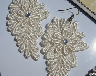 Ivory lace earrings - ISABELLA