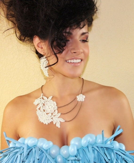 floral lace necklace - Beige/ Ivory