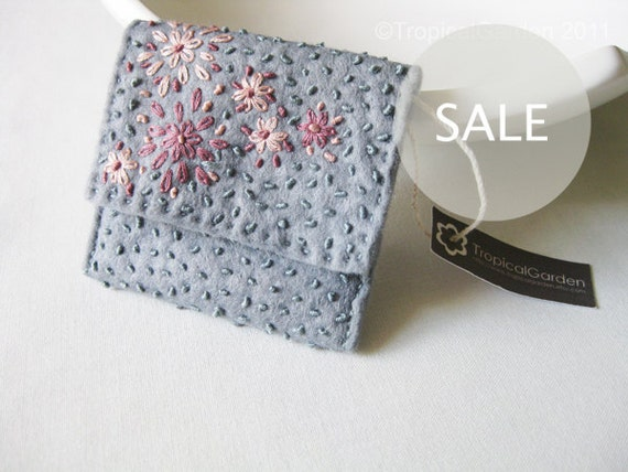SALE - Hand Embroidered Flower Bed Felt Wallet Mini - Grayish Blue
