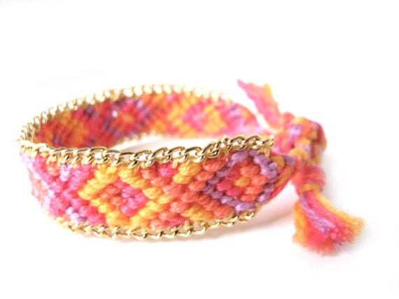 Friendship bracelet with Gold Chain pink