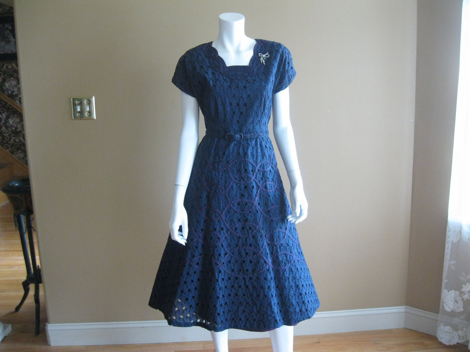 Beautiful Evening dress blogs: Navy blue eyelet dress