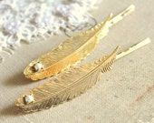 Bobby pins feathers and pearls  - Set of 2 shabby chic elegant  hair bobby pins