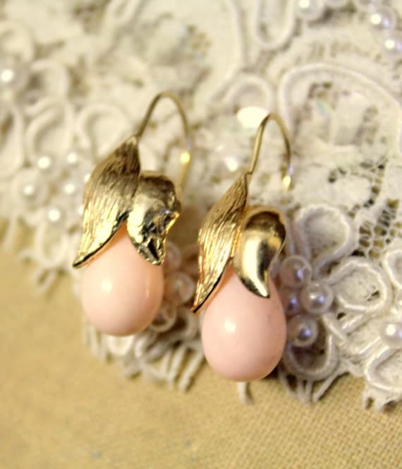 Pearls  gold  jewelry - Gold field  leaf  earrings & real Majorca tear drop pearls peach color