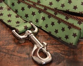 Brown and Green Stars 1 Inch Dog Leash