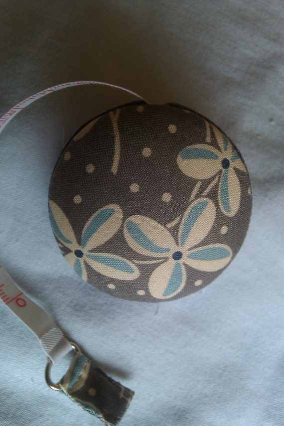 Retro Style Flower Tape Measure - gray and blue