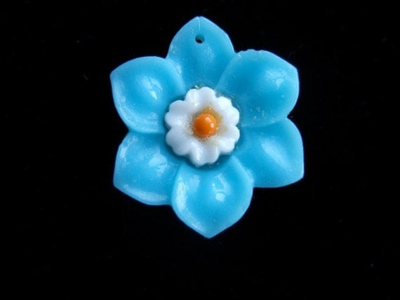 BWB Sweet and Pretty Vintage Trumpet Flower Daffodil Pendant Turquoise Glass (1)