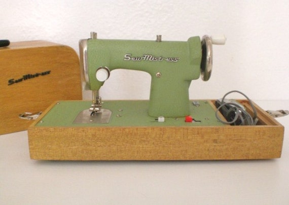 Vintage Sew Mistress Child's Sewing Machine Original Sew-ette