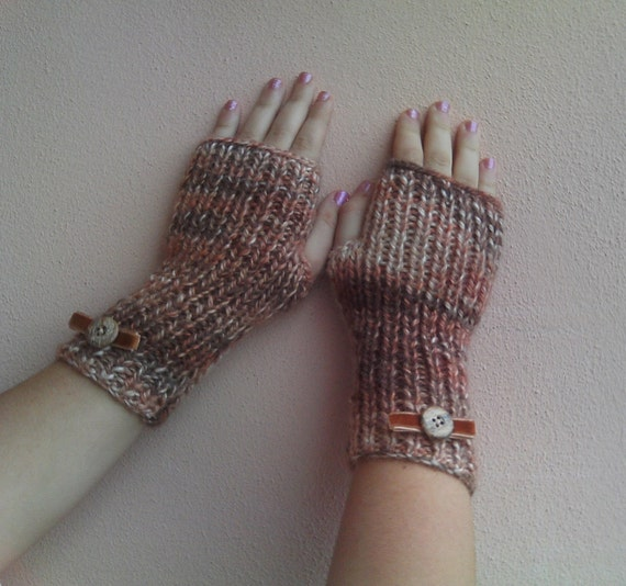 Knitted wrist warmers cream-ooak