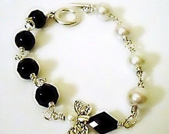Black and White Bracelet - Pearl Jewellery - Dragonfly Charm - Silver Jewelry - Asymmetric - Victorian - Trendy - Fashion - Shabby Chic
