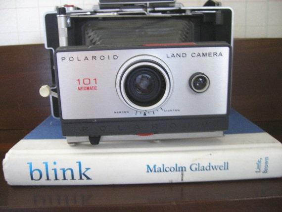 Polaroid Land Camera 101 Automatic with Flash....vintage