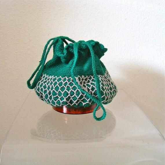 1940s Purse / Crochet Drawstring Handbag / wool, green & circular