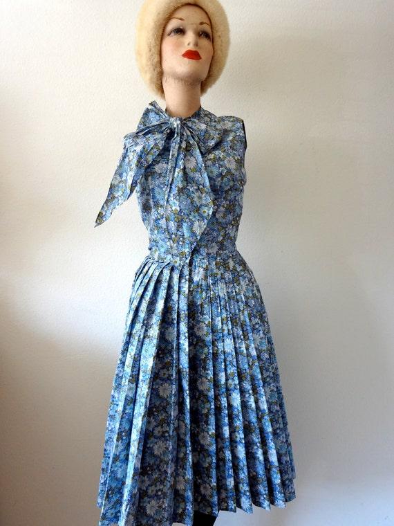 Vintage 1950s Dress / Shirtwaist Sundress with Floral Print / blue aster