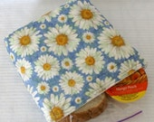 Snack Sandwich Bag -  Insulated and Reusable - Daisies on Blue