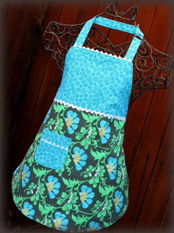 Girls Full Apron in Amy Butler, Daisy Chain/ Girls Gift/ Turquoise Floral Print