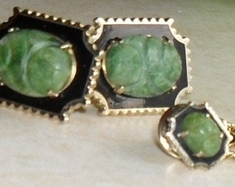 Vintage SET --CARVED Gemstone --Antique AVENTURINE-- Cuff links and Tie Clip ---Mint Condition