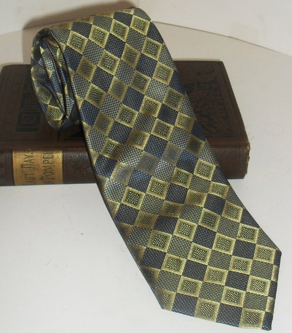 Eye catching Vintage HAGGAR Necktie-----Taffeta Like ----Pristine Condition--Must See Beauty