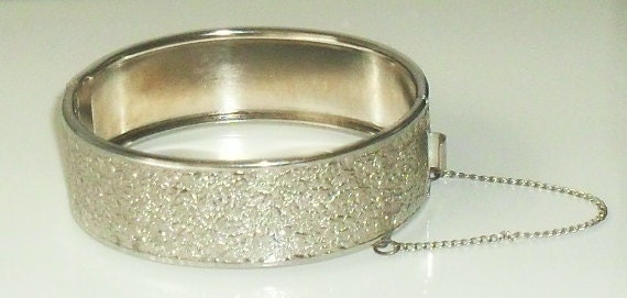 Lovey Textured Silver CLAMPER ----BANGLE -----------Very LOVELY