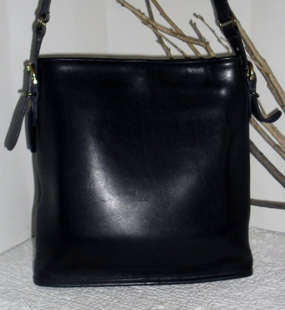 AMAZING ---Authentic Vintage COACH---Rich Navy Leather ---Bucket Bag Rare