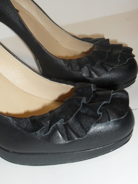RUFFLE Me Up ButterCup -----Vintage ANN TAYLOR----Black Leather Heels---7.5