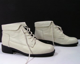 ankle boots womens 7 M B white bone booties shoes barn pixie vintage