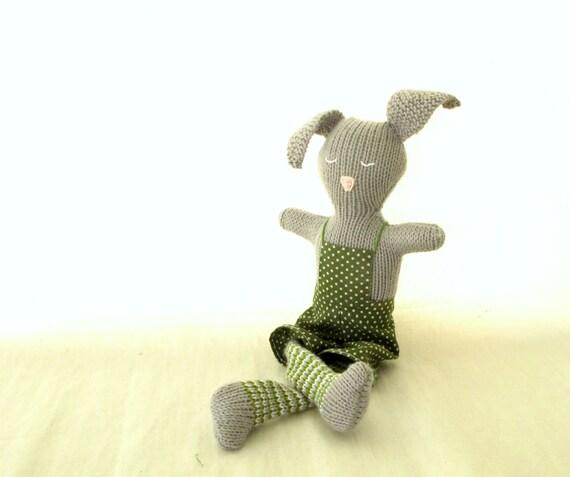 Esteban, the knitted rabitt.