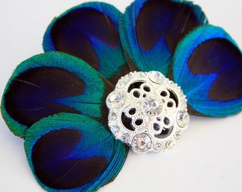 Glamorous - Blue peacock feather fascinator / Peacock hair clip / Bridal headpiece