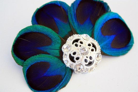 Glamorous - Blue peacock feather fascinator / Peacock hair clip / Bridal headpiece