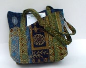 Tapestry Tote Bag in Blue Italian Quilt