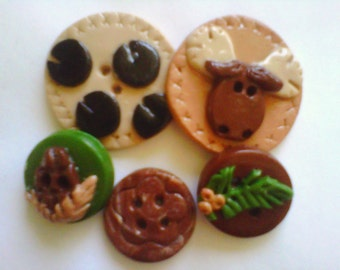 Button Moose Tracks    polymer clay buttons      ( 5 )