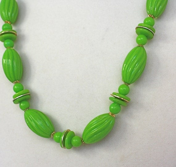 Vintage 60s Necklace Kelly Green Large Plastic Bead Necklace
