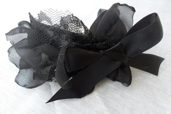flirty floral headband in midnight black