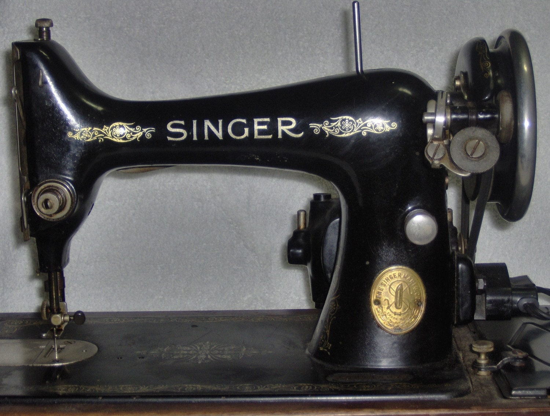 Vintage 1930 1940 Singer Portable Sewing Machine